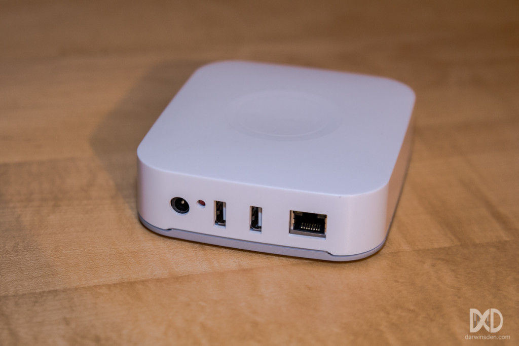 The back of the SmartThings V2 hub
